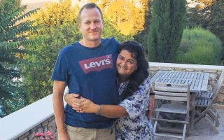 Η Τζούλια και ο Πίτερ Φάρερ από τη Βρετανία αγόρασαν το 2015 το σπίτι των ονείρων τους στο Παϊδοχώρι Χανίων.