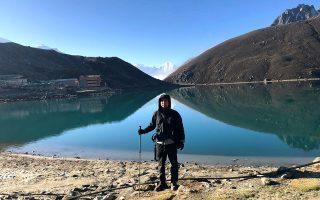 Ο Sohei Nishino, με ορειβατική περιβολή, στη διάρκεια του οδοιπορικού του στα Ιμαλάια.