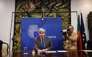Στη συνέντευξη Τύπου το βράδυ της Πέμπτης, ο πρόεδρος του Eurogroup, Μάριο Σεντένο, δήλωσε ανακουφισμένος ότι «χτίζουμε ευρωπαϊκές λύσεις σε ταχύτητες-ρεκόρ» και πρόσθεσε: «Η αλληλεγγύη είναι κρίσιμη για να αποφευχθεί μια βαθιά διάσπαση» της Ευρωζώνης, δεδομένων των αποκλίσεων στη δυνατότητα των κρατών-μελών να χρηματοδοτήσουν τα αναγκαία μέτρα για την έξοδο από τη νέα κρίση.