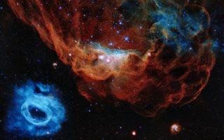 Tα νεφελώματα NGC 2014 και NGC 2020, τα οποία από κοινού απαρτίζουν μια τεράστια περιοχή δημιουργίας άστρων στο γειτονικό γαλαξία Μεγάλο Μαγγελανικό Νέφος