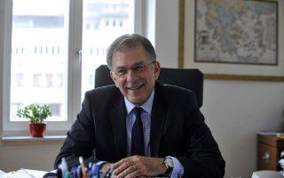 «Στην Κίνα ελήφθησαν μέτρα για τη στήριξη της οικονομίας, όπως δανειοδότηση μεγάλων και μικρομεσαίων επιχειρήσεων, στοχευμένες φοροαπαλλαγές, αύξηση του επιτρεπόμενου ορίου δημοσιονομικού ελλείμματος και έκδοση νέων ομολόγων», λέει ο πρέσβης μας στο Πεκίνο Γιώργος Ηλιόπουλος.