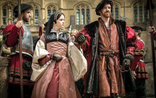 Ο Ντάμιαν Λούις ως Ερρίκος Η΄  και η Κλερ Φόι ως Αν Μπολέιν στη μεταφορά του «Γουλφ Χαλ» της Χίλαρι Μάντελ στη βρετανική τηλεόραση. ©Alamy Stock Photo/visualhellas.gr