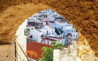 Άποψη του παραδοσιακού οικισμού της Ιουλίδας. (Φωτογραφία: Shutterstock)