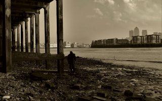 Καθώς υποχωρούν με την άμπωτη τα νερά του Τάμεση, εκκεντρικοί, ιστοριοδίφες Λονδρέζοι αναζητούν ίχνη της ιστορίας της πόλης μέσα στις λάσπες. SHUTTERSTOCK