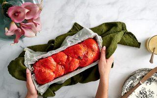ston-gastronomo-ayti-tin-kyriaki-me-tin-k-to-fetino-mas-tsoyreki-mia-roz-galliki-mprios0