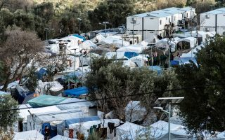 Σκηνές όπου διαμένουν μετανάστες στο Κέντρο Υποδοχής και Ταυτοποίησης της ΒΙΑΛ στο χωριό Χαλκειό, στην Χίο