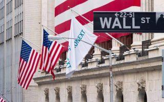 Τον Απρίλιο οι αμερικανικοί δείκτες S&P 500 και Dow Jones σημείωσαν τις υψηλότερες μηνιαίες αποτιμήσεις από το 1987 και στην ευρωπαϊκή αγορά ο δείκτης Euro Stoxx 600 σημείωσε τον πιο κερδοφόρο μήνα από τον Οκτώβριο του 2015.