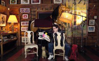 Με την ταινία «Δαρβίνος, τι;», η Ιζαμπέλα Ροσελίνι μάς «βάζει» στο σπίτι της, στο Λονγκ Άιλαντ,  και μας δείχνει πώς περνάει την καραντίνα.