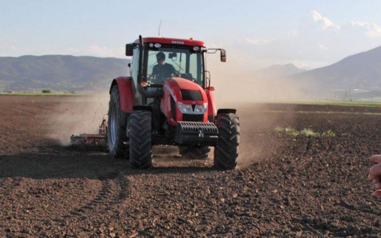 Τροπολογία για να δουλεύουν οι άνεργοι στα χωράφια χωρίς να χάσουν το επίδομα ανεργίας