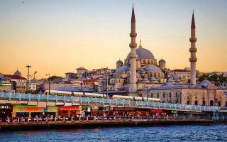 Ο τουρισμός αποτελεί σημαντική πηγή εσόδων και προσφέρει δουλειά σε 2,5 εκατομμύρια άτομα στη γειτονική χώρα.