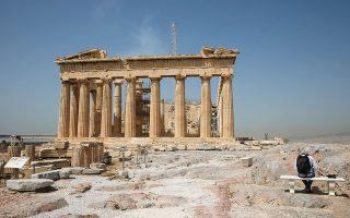 Το άνοιγμα της Ακρόπολης έστειλε το μήνυμα της ασφάλειας εντός και εκτός συνόρων και συμβολίζει την προσπάθεια της χώρας να μη χαθεί η τουριστική περίοδος (φωτ. Νίκος Κοκκαλιάς).