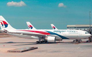 Οι αερομεταφορείς της Μαλαισίας και της Ινδονησίας θα τηρήσουν αυστηρώς τους κανόνες ασφαλείας και τα αεροσκάφη τους θα απογειώνονται με τις μισές θέσεις κενές. Στην Ευρώπη και στις ΗΠΑ δεν είναι υποχρεωτικό να μένουν κενές θέσεις ανάμεσα στους επιβάτες.