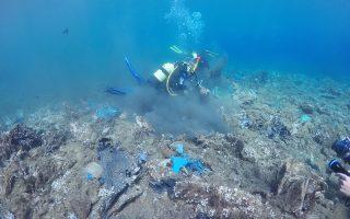 Το 2011 μια ισχυρή νεροποντή είχε αποτέλεσμα να κατολισθήσει στη θάλασσα μεγάλο μέρος της παράνομης χωματερής του νησιού, στη θέση Σταυροπέδα. Μεγάλος όγκος των απορριμμάτων παρασύρθηκε από τη θάλασσα σε όλο το Αιγαίο, ο περισσότερος όμως καταπλακώθηκε από πέτρες και χώματα και παρέμεινε εκεί.