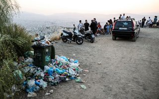 Μαγευτική η θέα από τα Τουρκοβούνια στη δυτική Αθήνα. Φωτογραφίες: Νίκος Κοκκαλιάς