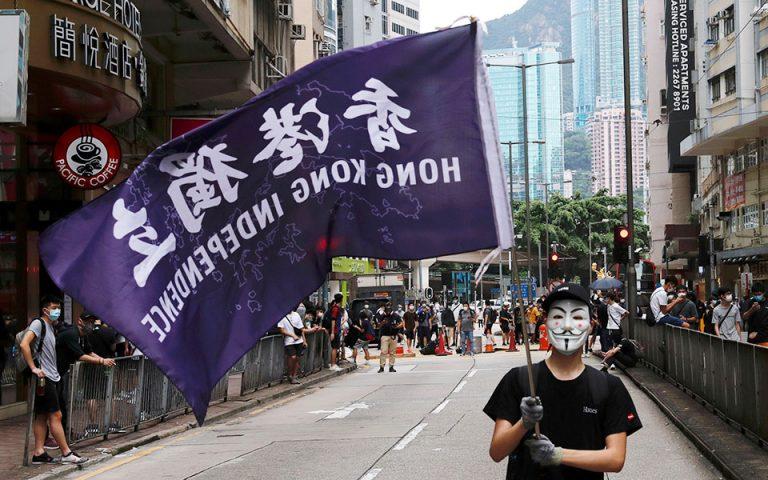 Στους δρόμους οι κάτοικοι του Χονγκ Κονγκ