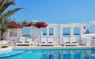 Η Briq εντός του 2020 απέκτησε το ξενοδοχείο Mr. and Mrs. White στην Κέρκυρα αντί 3 εκατ. ευρώ και το Plaza Hotel στη Σκιάθο έναντι 3,5 εκατ. ευρώ.