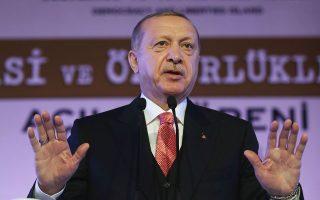 Δεν έχει γίνει σαφές αν ο κ. Ερντογάν εννοεί ότι η προσευχή θα διαβαστεί μέσα ή έξω από την Αγία Σοφία.