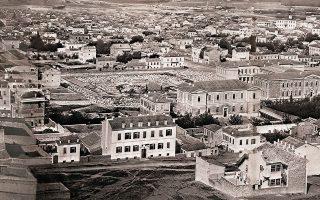 Μερική άποψη της Αθήνας με επίκεντρο το εργοτάξιο της Ακαδημίας Αθηνών, γύρω στο 1861, σε φωτογραφία Paul Baron des Granges.