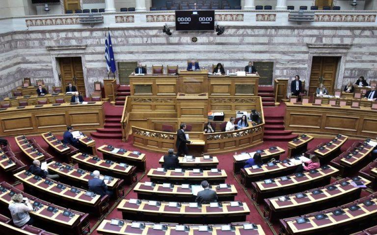 Με πολιτικές «αναταράξεις» η διαδικασία άρσης ασυλίας βουλευτών για τη Συμφωνία των Πρεσπών
