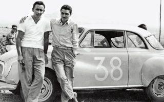 Ο Χάρης Λυμπερόπουλος με τον συνοδηγό του, Αλέκο Μπαντούνα, σε αγώνα αυτοκινήτου.