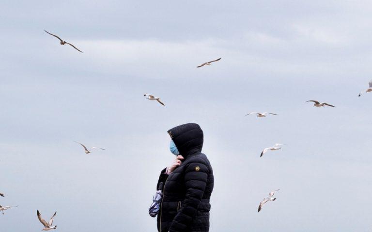 Περισσότεροι από 240.000 θάνατοι παγκοσμίως από τον νέο κορωνοϊό