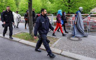 Οι διαδηλώσεις πραγματοποιούνται σχεδόν κάθε Σάββατο από τις αρχές Απριλίου στη Γερμανία, με τη συμμετοχή ενός ετερόκλιτου πλήθους