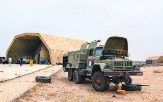 Στρατιωτικές δυνάμεις προσκείμενες στην αναγνωρισμένη από τον ΟΗΕ κυβέρνηση της Λιβύης, συνεπικουρούμενες από τουρκικές ενισχύσεις, κατέλαβαν τη μοναδική αεροπορική βάση που κατείχαν στη δυτική Λιβύη οι δυνάμεις του στρατάρχη Χαλίφα Χαφτάρ, υποχρεώνοντάς τις χθες σε απόσυρση από τμήματα της πρωτεύουσας.