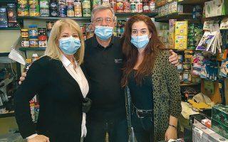 Ο Κώστας Γιαννακόπουλος με τη γυναίκα του και την κόρη του.