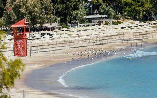 Το Σαββατοκύριακο ανοίγουν για το κοινό οι οργανωμένες παραλίες.