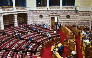 Στη χθεσινή ψηφοφορία προσήλθαν να ψηφίσουν βουλευτές μόνο της Ν.Δ. και του ΚΙΝΑΛ, καθώς τα υπόλοιπα κόμματα επέλεξαν την αποχή.