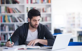 Το έλλειμμα σε κοινωνικές επαφές και δραστηριότητες εκτός σπιτιού «καλύφθηκε» σε σημαντικό βαθμό με υπερβολική χρήση του Διαδικτύου, κυρίως από αγόρια.
