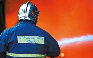 Πυρκαγιά ξέσπασε χθες τα ξημερώματα σε υπολείμματα της επεξεργασίας των μετάλλων τα οποία βρίσκονταν στον αύλειο χώρο μονάδας ανακύκλωσης στη Μάνδρα, αλλά χάρη στην έγκαιρη παρέμβαση της Πυροσβεστικής δεν επεκτάθηκε στα παρακείμενα κτίρια.