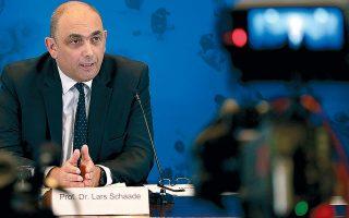 Ο Λαρς Σάντε, αντιπρόεδρος του Ινστιτούτου «Ρόμπερτ Κοχ», κατά τη χθεσινή συνέντευξη Τύπου στο Βερολίνο.