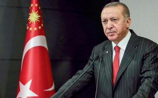 Eπανεκκίνηση των σχέσεων με τις ΗΠΑ επιχειρεί ο πρόεδρος της Τουρκίας Ρετζέπ Ταγίπ Ερντογάν με τη δωρεά προστατευτικού υγειονομικού υλικού.