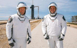 Οι δύο αστροναύτες της ΝΑSA που συμμετείχαν στη γενική δοκιμή της εκτόξευσης του SpaceX στο Διαστημικό Κέντρο της Φλόριντα.