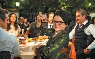 Αιθουσάρχες και διανομείς επιλέγουν κατά βάση ελληνικές ταινίες από τον καλό περασμένο χειμώνα, όπως η «Ευτυχία» του Αγγελου Φραντζή.