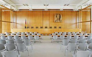 «Θέλω να πιστεύω ότι η νεοεκλεγμένη Επιτροπή της Ε.Ε. θα προσφύγει κατά της Γερμανίας στο ΔΕΕ για κραυγαλέα παράβαση του ενωσιακού δικαίου, αυτή τη φορά από το Συνταγματικό Δικαστήριό της», αναφέρει ο κ. Αλιβιζάτος.