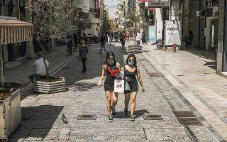 «Το κέντρο δουλεύει συνήθως με τουρίστες, με Κύπριους, με Ελληνες που συνδυάζουν ψώνια, καφέ και βόλτα. Καφές ακόμη δεν υπάρχει, άρα ούτε βόλτα και ψώνια», λέει στην «Κ» ο Δημήτρης Καφούσας, υπεύθυνος καταστήματος υποδημάτων στην Ερμού.