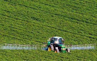 Οι εξαγωγές θα μπορούσαν να βελτιωθούν, αν η χώρα επικεντρωνόταν περισσότερο σε τομείς όπου έχει συγκριτικό πλεονέκτημα, όπως είναι τα αγροτικά προϊόντα διατροφής, η ενέργεια και η τεχνολογία πληροφοριών.