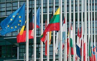 Nέα πρόταση για το Ταμείο Ανάκαμψης κατέθεσε η Γαλλία στην Ευρωπαϊκή Επιτροπή. Το Παρίσι προτείνει ένα εργαλείο που θα δαπανήσει τουλάχιστον 150-300 δισ. ευρώ ετησίως κατά την τριετία 2021-23 με τη μορφή επιχορηγήσεων.