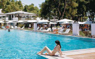Εως τα τέλη Ιουνίου, εκτιμάται ότι ένα σημαντικό ποσοστό των μονάδων μεγάλων ξενοδοχειακών ομίλων θα μπορεί να εξασφαλίσει κάποια πληρότητα.