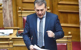 Ο υπουργός Εργασίας Γιάννης Βρούτσης  αναγνώρισε την «παράλειψη νόμου», που έθετε ασφαλιστικές εισφορές από μηδενικό εισόδημα.