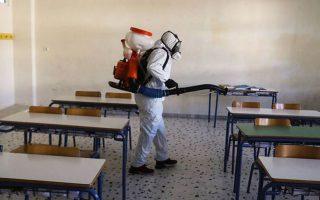 Το κλείσιμο σχολείων, η καραντίνα στο σπίτι και το «λουκέτο» σε εμπορικά, επιχειρήσεις και αερομεταφορές οδήγησαν σε μείωση κρουσμάτων.