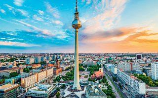 Η γερμανική κυβέρνηση προβλέπει πως η οικονομία, η οποία εξαρτάται  σε μεγάλο βαθμό από τις εξαγωγές, θα διολισθήσει σε ύφεση 6,3% φέτος.