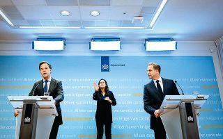 Ο Ολλανδός πρωθυπουργός Μαρκ Ρούτε (αριστερά) σε συνέντευξη Τύπου είπε ότι «η θέση μας ήταν πάντα ότι είμαστε έτοιμοι να στηρίξουμε τους άλλους μέσω δανείων», απηχώντας τις απόψεις του Αυστριακού καγκελαρίου Σεμπάστιαν Κουρτς.
