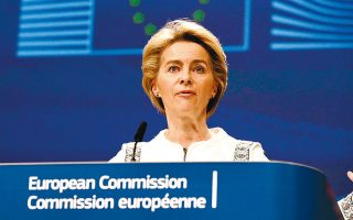 Η πρόεδρος της Κομισιόν Ούρσουλα φον ντερ Λάιεν καλωσόρισε τη γαλλογερμανική πρόταση και αναμένεται να εισηγηθεί ένα σχέδιο –περίπου 2.000 σελίδων– που θα υιοθετεί τα βασικά σημεία της: γενναιόδωρη παροχή επιχορηγήσεων μέσω προγραμμάτων του προϋπολογισμού, χρηματοδότηση μέσω έκδοσης ομολόγων της Επιτροπής και αποπληρωμή με αναδιανεμητική λογική, μέσω της αύξησης των ιδίων πόρων του ΠΔΠ.