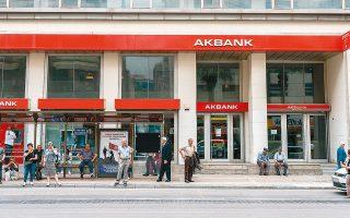 Tις τελευταίες εβδομάδες, πολλές από τις μεγάλες ιδιωτικές τράπεζες, μεταξύ των οποίων οι Akbank και Is Bank, αλλά και η κρατική Vakifbank πέτυχαν  να αναχρηματοδοτήσουν το χρέος τους, που ανέρχεται σε πολλά δισ. δολάρια.