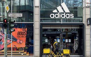 H Γερμανία έχει ήδη χορηγήσει 3 δισ. ευρώ στη βιομηχανία αθλητικών ειδών Adidas, δάνειο ύψους 1,8 δισ. ευρώ στον ταξιδιωτικό κολοσσό της TUI, ενώ διαπραγματεύεται με τη διοίκηση της Lufthansa τους όρους μιας κρατικής ενίσχυσης ύψους από 9 έως 10 δισ. ευρώ.