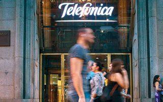 Oι δύο εταιρείες διαπραγματεύονται για να εξασφαλίσουν ισοδύναμα τον έλεγχο του νέου ομίλου που θα προκύψει μετά τη συγχώνευση της εταιρείας κινητής τηλεφωνίας O2 (θυγατρική της Telefonica στη Βρετανία) με τη Virgin Media (θυγατρική της Liberty Global, που ίδρυσε ο δισεκατομμυριούχος Τζον Μαλόουν).