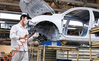 Οι αυτοκινητοβιομηχανίες πλήττονται δραστικά, ζητούν κρατική στήριξη, κάνουν απολύσεις, επανεκκινούν διστακτικά τη λειτουργία τους και προβληματίζονται για τη ζήτηση.